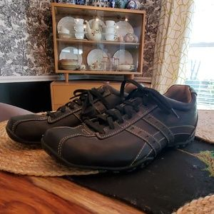 Black Skechers lace-up casual oxfords, size 9.5